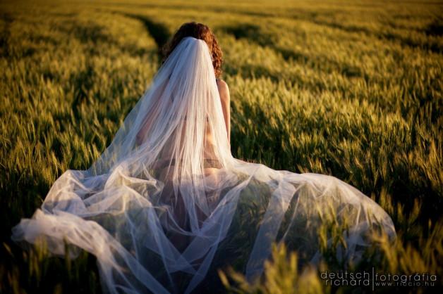 Menyasszonyokról készült aktfotók egy bejegyzésben